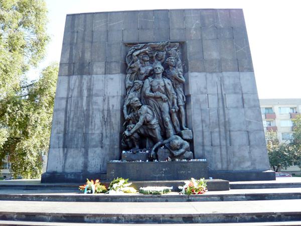 ワルシャワ・ゲットー蜂起記念碑